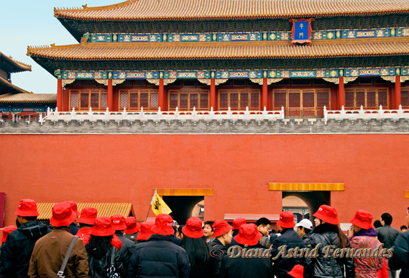 China-red-hats-at-the-Forbidden-City-entrane