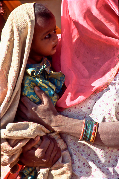 India-Babe-in-mother's-arms-Rajasthan