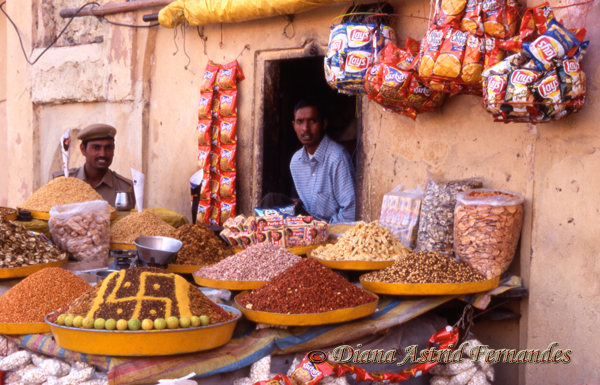 India-Rajasthan-Amber-Fort-spice-vendors