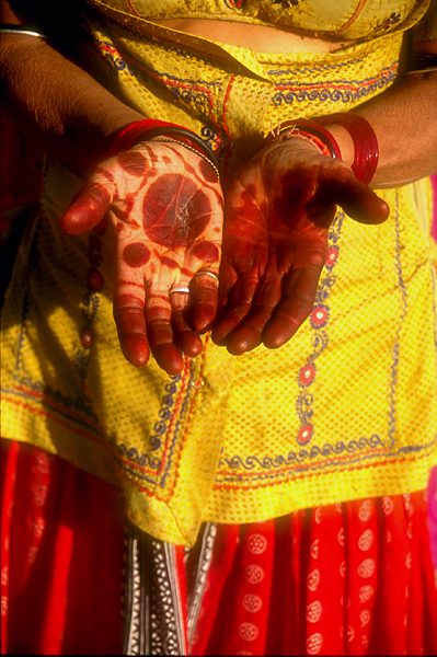 India-henna-decorated-hands